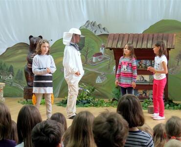 ČEBELE IN MED - mesec čebelarstva na OSNOVNI ŠOLI MENGEŠ