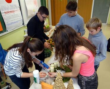 Tehniški dan na Osnovni šoli Mengeš, IZDELOVANJE BOŽIČNO-NOVOLETNIH ARANŽMAJEV