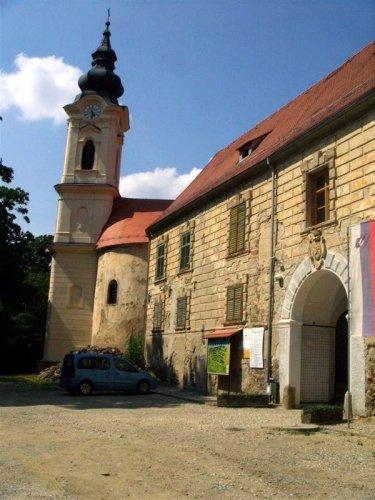 Obnovljeni zvonik grajske kapele Grad