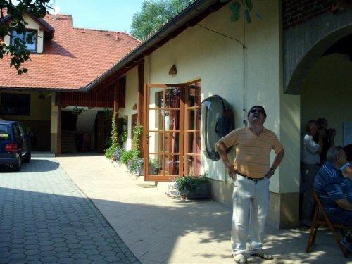 Podžupan Jože Vahtar  v čebelarskem gradiču